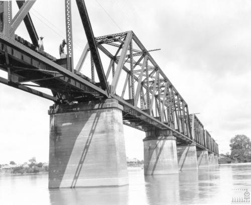 Imagen de Puente de armaduras tipo Pratt en el río Papaloapan
