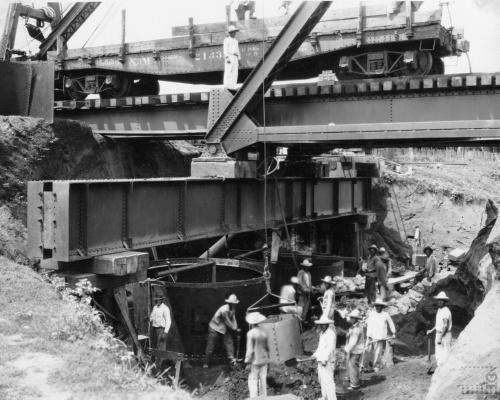 Imagen de Trabajadores en la reparación de un puente