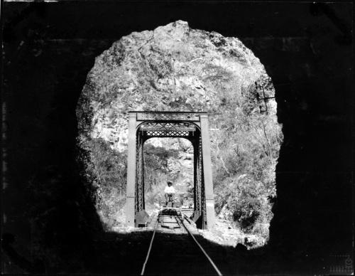 Imagen de Entrada a un túnel en la línea del ferrocarril a Cuernavaca