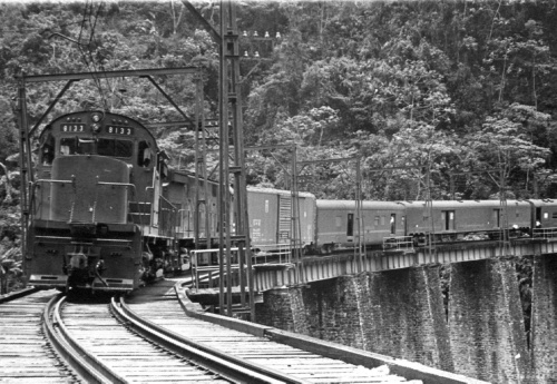 Imagen de Tren de pasajeros sobre el puente de Metlac